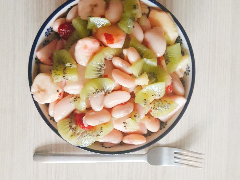 Sałatka owocowa z fasoli