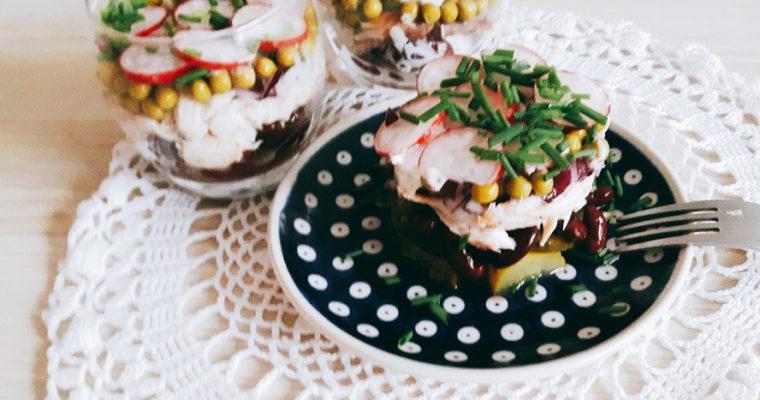 Sałatka warstwowa z makrelą