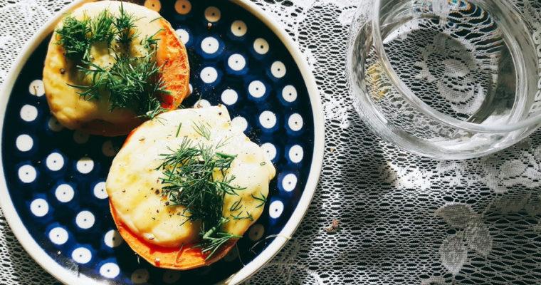 Grzanki z batatów z serem żółtym i pesto
