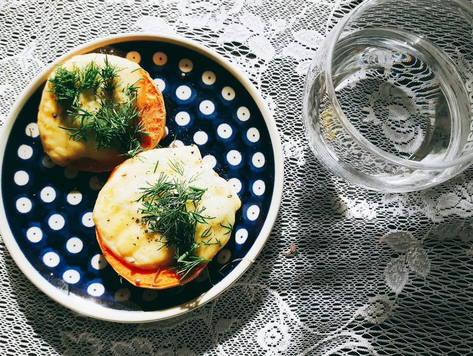 kanapki bataty z serem i pesto
