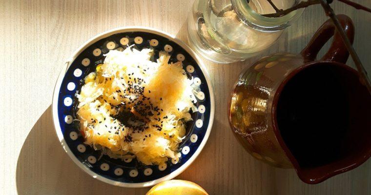 Kiszona kapusta z olejem lnianym i czarnuszką