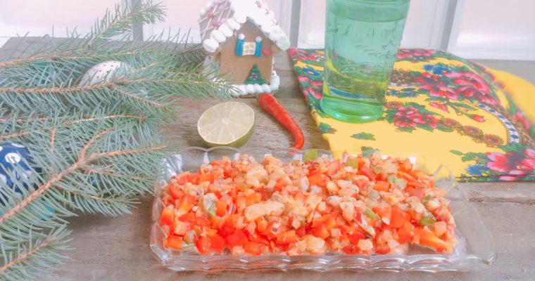 Tatar ześledzia pikantny zpapryką, ogórkiem ichilli