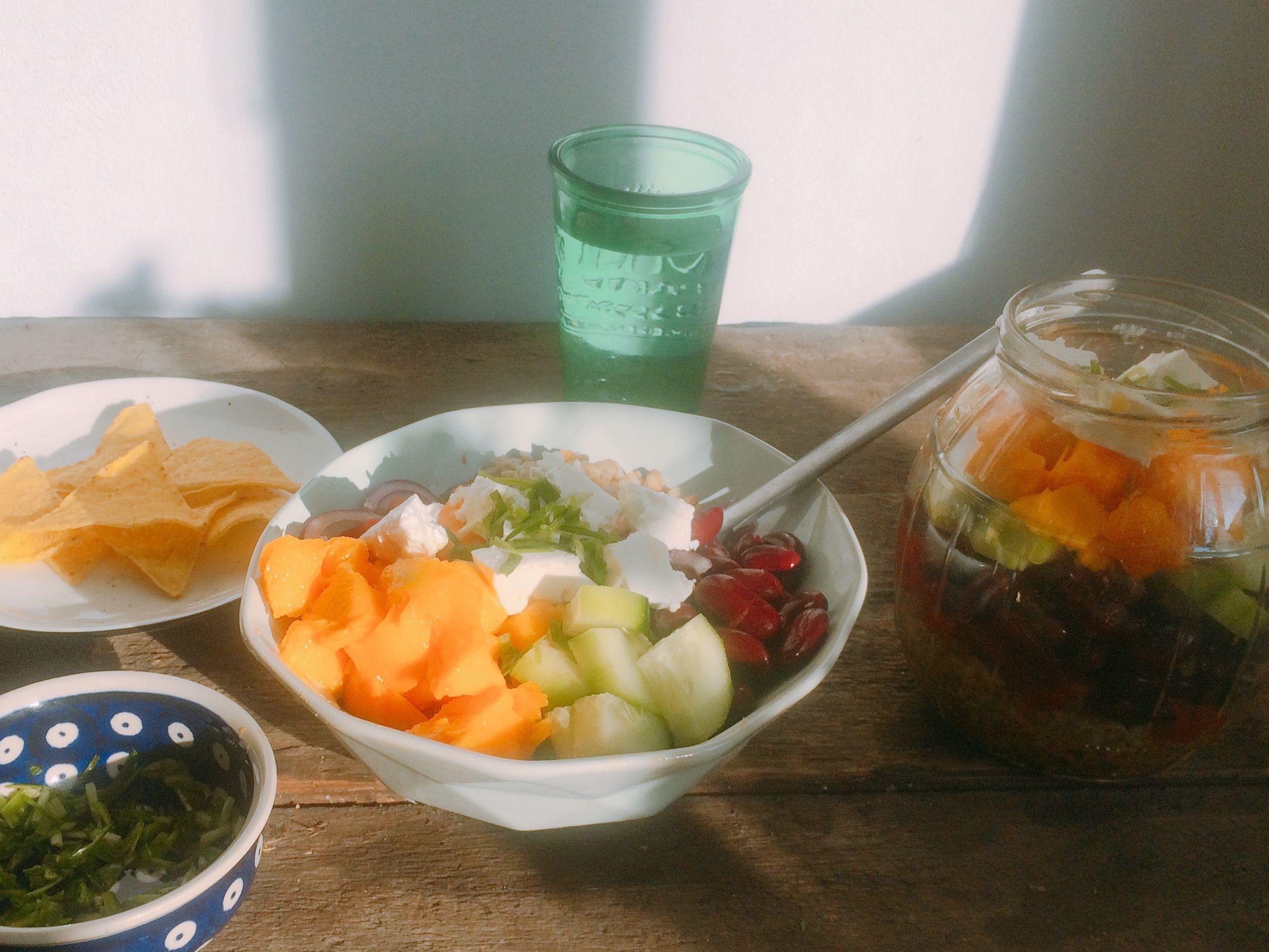 Sałatka z frikeh, mango i fety