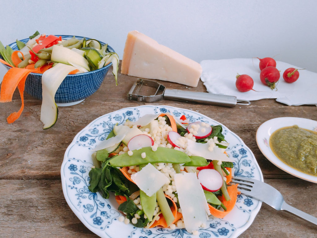 Makaron primavera z wiosennymi warzywami i pesto