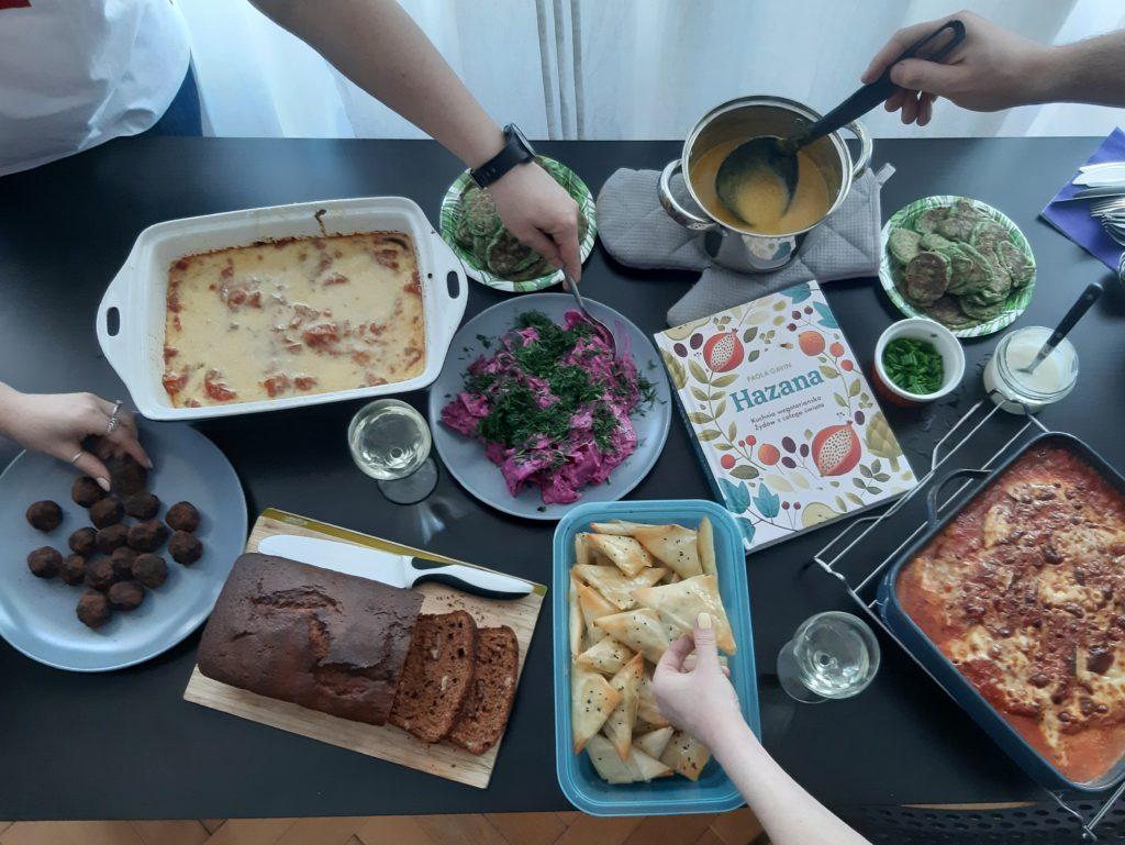 Hazana. Kuchnia wegetariańska Żydów zcałego świata Autorka: Paola Gavin Wydawnictwo Buchmann