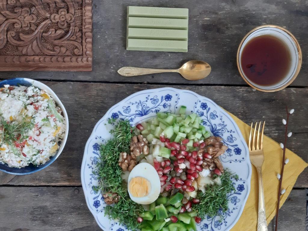 Zielona sałatka ziemniaczana z rzeżuchą i granatem