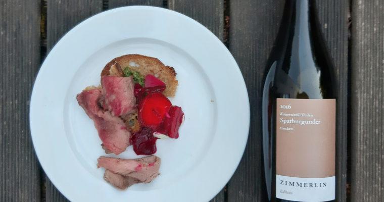 Letni obiad zchłodnikiem, fasolką, szparagami iniemieckim winem