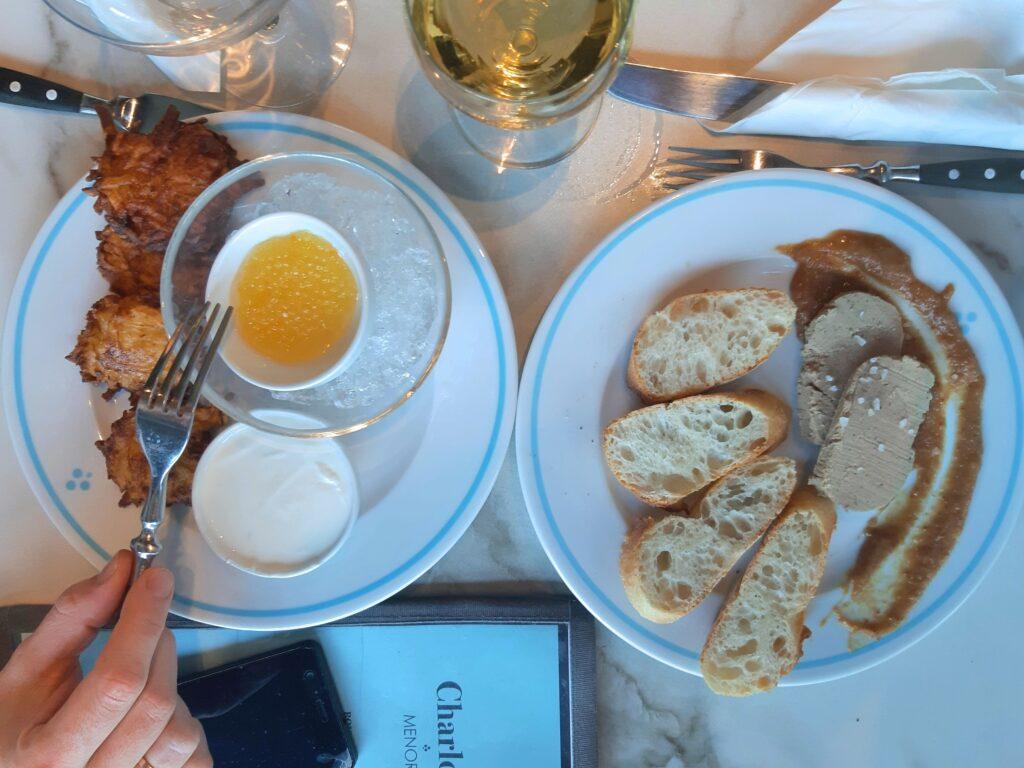 Charlotte Menora śniadanie