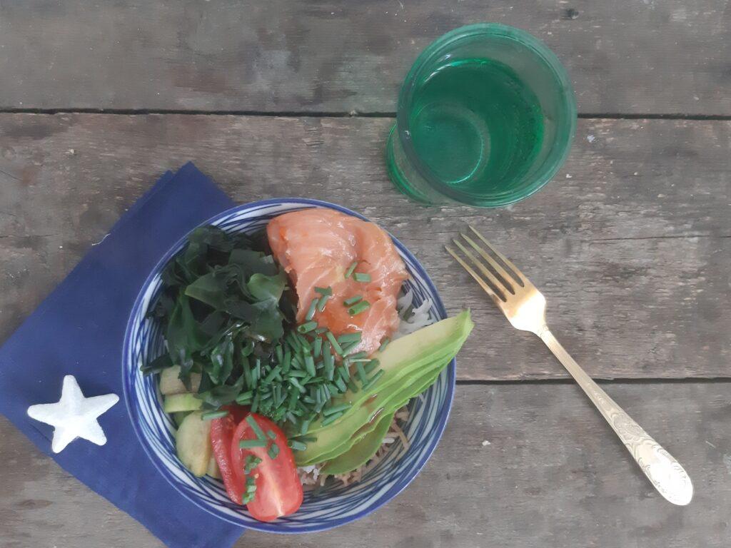 Poke bowl złososiem wteriyaki iawokado
