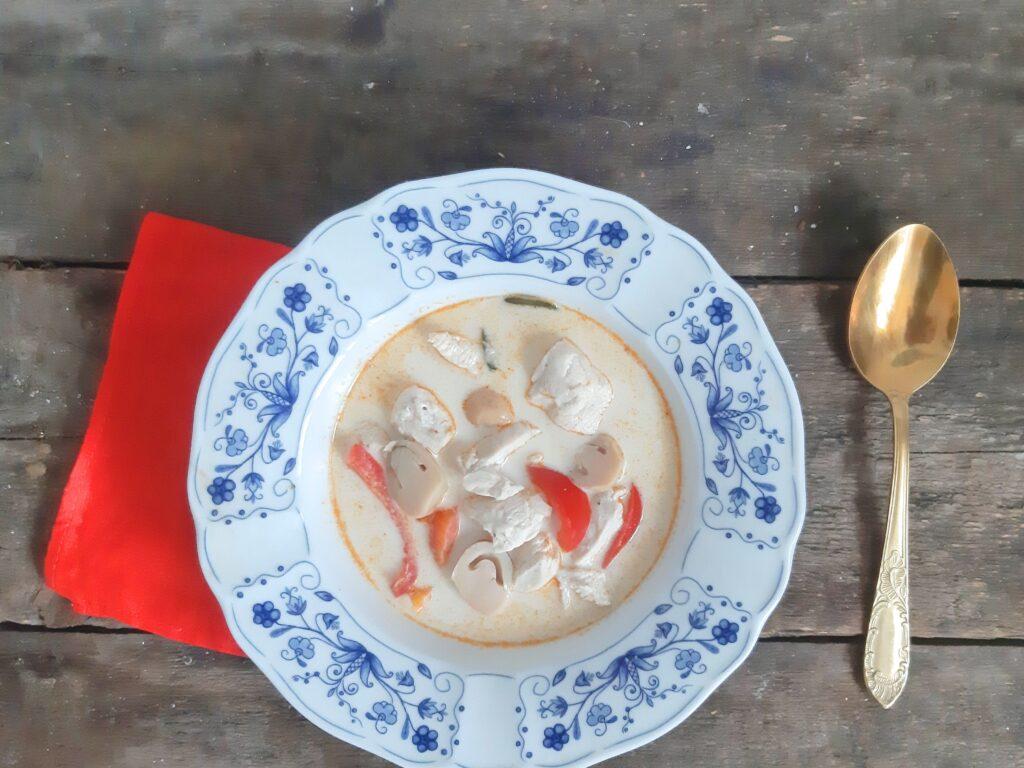 Zupa zmlekiem kokosowym ikurczakiem